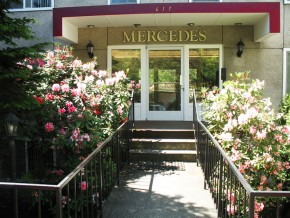 mercedes-entrance